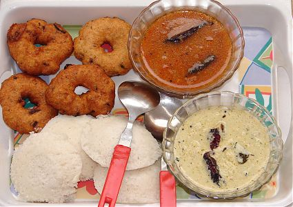Idli vada sambhar chutney konkani recipes for Aharam traditional cuisine of tamil nadu